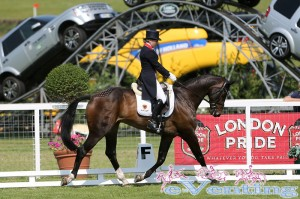 Laura Collett rides Rayef to 2nd place overnight in CIC*** section A