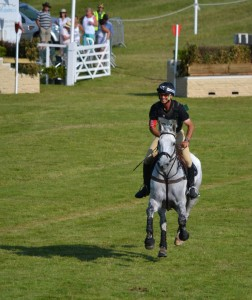 Andrew Nicholson enters the main arena on Avebury and flashes the crowd a grin! © Vicky Davis