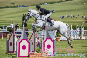 Andrew Nicholson maintains his 3* lead on Avebury